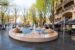 АМСТЕРДАМ 30-ОЕ АПРЕЛЯ: Fontain перед американской гостиницой, по месту известной как гостиница Americain на 30,2015 -го апреля,  Стоковая Фотография