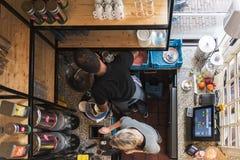 Амстердам, интерьер малой кухни в ресторане стоковые фотографии rf