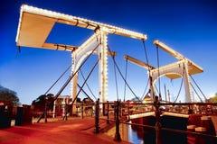 Амстердам с мостом над каналом в Голландии Стоковое Изображение RF