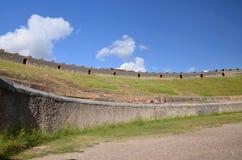 Амфитеатр в известных античных руинах Помпеи в южной Италии Стоковая Фотография RF