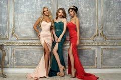 3 дамы в платьях вечера Стоковые Изображения