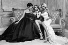 3 дамы в платьях вечера Стоковые Изображения RF