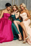 3 дамы в платьях вечера Стоковая Фотография RF