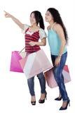 2 дамы с хозяйственными сумками Стоковое Изображение RF