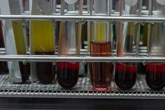 Анализ крови медицинского оборудования в лаборатории Стоковые Фото