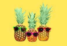 Ананас 3 с солнечными очками на желтой предпосылке Стоковые Фото