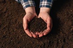 Анализ изобилия почвы как аграрная деятельность Стоковое фото RF