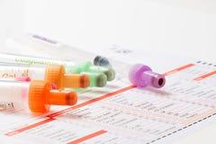 Анализ крови, пробы крови на форме лаборатории Стоковые Фото