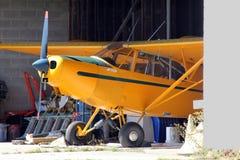 Ангар малого самолета внутренний стоковая фотография rf