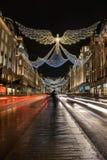 Ангел сформировал света рождества на следах света улицы 2018, автобуса и стоковые изображения