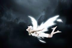 Ангеликовая красивая женщина стоковые фотографии rf