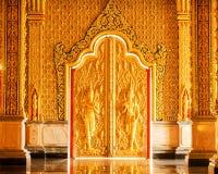Ангел имеет предохранитель перед дверью рая Стоковое фото RF