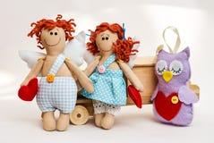Ангел куклы с его руками на белой предпосылке Стоковые Фото