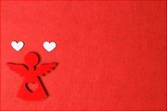 Ангел на красной предпосылке, деревянное украшение рождества eco, игрушка Стоковые Фото