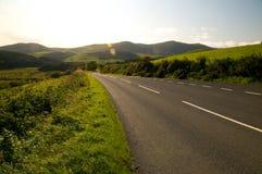 английская дорога холмов к Стоковые Фото