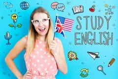Английская тема с флагами удерживания молодой женщины стоковые фото