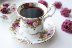 Английские керамические пить чашки чая горячие Стоковая Фотография