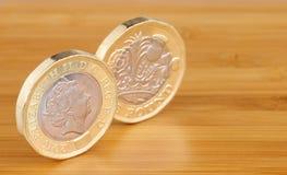 2 английского языка монетки одного фунта Стоковое фото RF