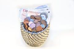 Английские фунты в корзине Стоковое Фото