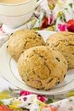 Английские scones всей пшеницы с чаем Стоковое фото RF