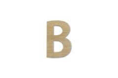 Английский алфавит b сделанный от изолированной древесины на белой предпосылке Стоковое фото RF