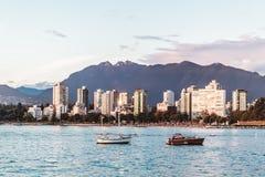 Английский взгляд залива от пляжа Kitsilano в Ванкувере, Канаде Стоковое фото RF