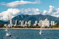 Английский взгляд залива от пляжа Kitsilano в Ванкувере, Канаде Стоковое Изображение RF