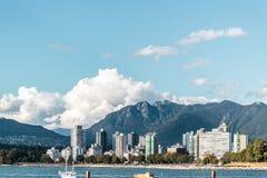 Английский взгляд залива от пляжа Kitsilano в Ванкувере, Канаде Стоковое Изображение