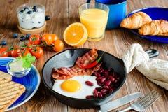 Английский завтрак в деревенском стиле Стоковое Изображение