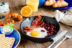 Английский завтрак в деревенском стиле Стоковые Изображения