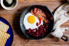 Английский завтрак в деревенском стиле Стоковое Изображение RF