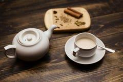 Английский комплект чая бака и чашки чая Стоковые Фотографии RF