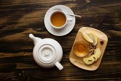 Английский комплект чая бака и чашки чая Стоковые Фото