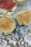 Английский послеполуденный чай с Scones и вареньем Стоковая Фотография