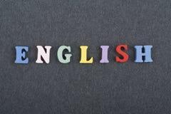 Английское слово на черной предпосылке составленной от писем красочного блока алфавита abc деревянных, космосе доски экземпляра д Стоковые Фотографии RF