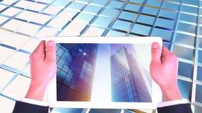 Анимация цифров зданий цифрового высотного здания показа экрана планшета коммерчески видеоматериал