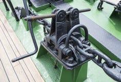 Анкерная цепь корабля на шлюпке Стоковые Фотографии RF