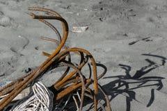 Анкеры на песчаном пляже Стоковые Фото