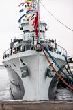Анкер большого военного корабля стоя в порте Смычок shi Стоковое Изображение RF