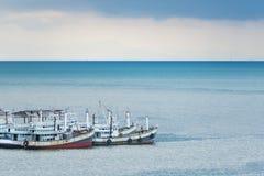 Анкер падения рыбацких лодок на гавани Стоковая Фотография