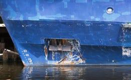 Анкер смычка голубого грузового корабля Стоковое Изображение