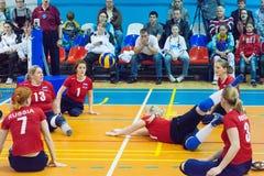 Анна Bisaeva (11) принимает шарик Стоковое фото RF