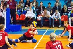 Анна Bisaeva (11) принимает шарик Стоковая Фотография RF