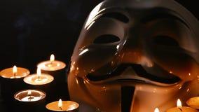 Анонимный с свечами. видеоматериал