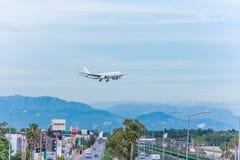 Анталья, Турция -18 май 2018; Международный авиапорт Антальи пассажирский самолет приземляется индюк antalya Стоковое Фото