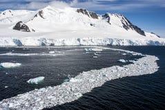 Антарктика - ландшафт и лед переулков Стоковые Изображения