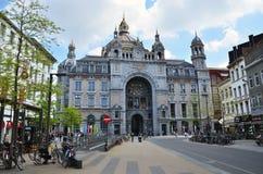 Антверпен, Бельгия - 11-ое мая 2015: Экстерьер железнодорожного вокзала основы Антверпена Стоковая Фотография RF
