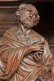 Антверпен - высекаенная статуя St Peter от. цента 19. в церков Willibrordus Святого стоковая фотография