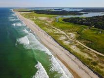 Антенна Атлантического океана и красивого пляжа трески накидки Стоковая Фотография RF