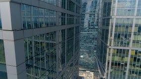 Антенна близкая вверх между небоскребом 2 видеоматериал